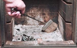 Nettoyer poêle à bois