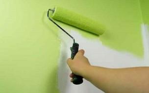 Peindre un mur au rouleau