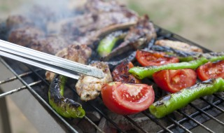 Barbecue plancha grillades viande pinces légumes