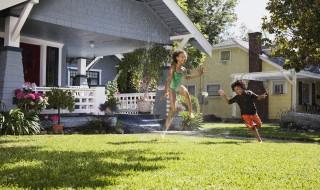 arrosage jet eau maison exterieur jeux plein air canicule chaleur