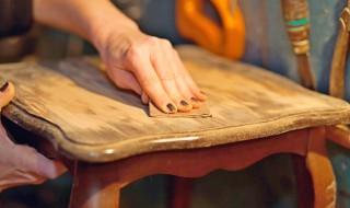 Comment peindre un meuble en bois ?