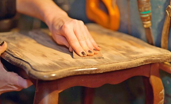 comment renover et repeindre un meuble facilement. Black Bedroom Furniture Sets. Home Design Ideas