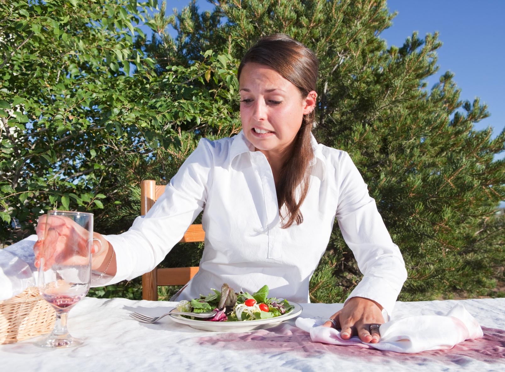 Comment enlever une tache de vin sur une nappe ?