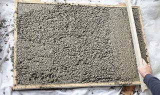 Fabriquer un bureau en béton - La préparation du béton 3