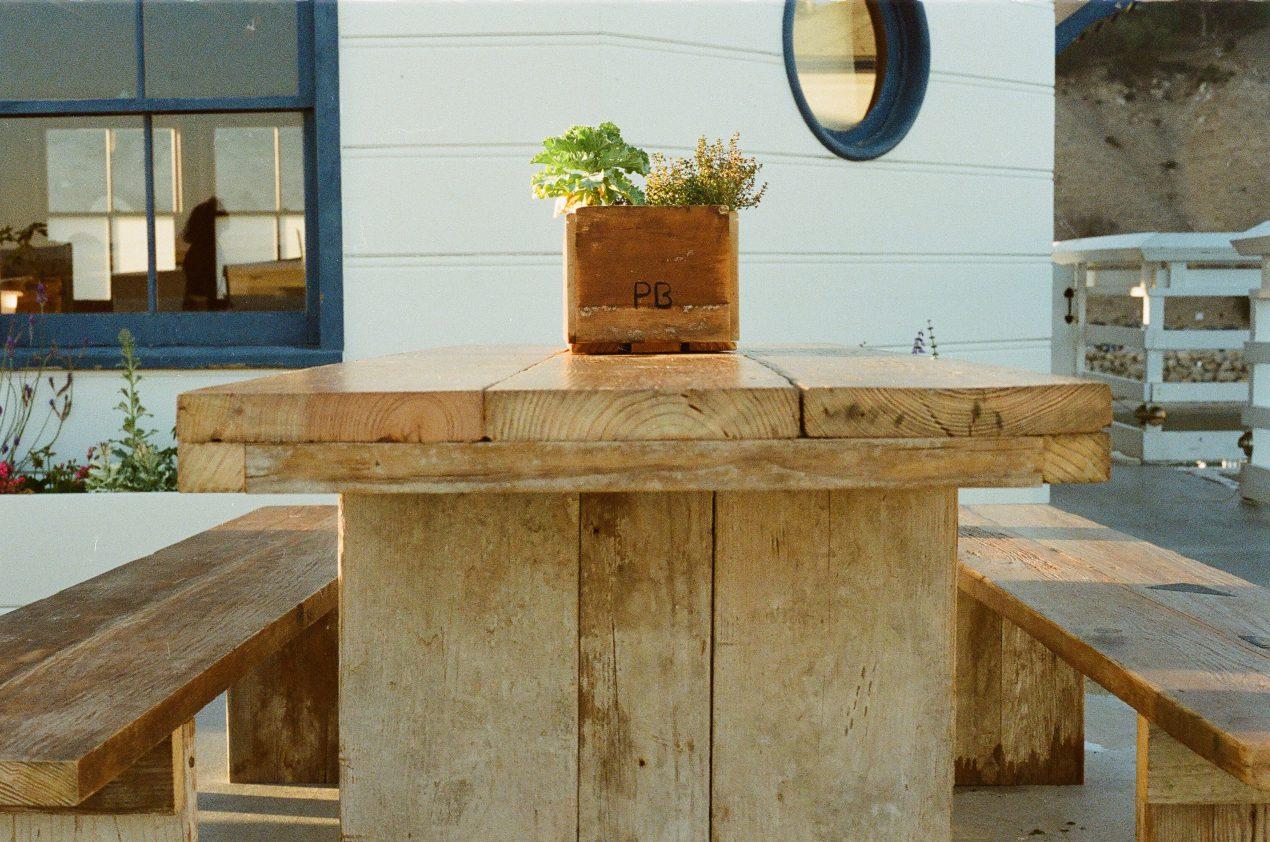 Comment fabriquer un banc en bois de palette ? Le tutoriel de Mon Magasin Général