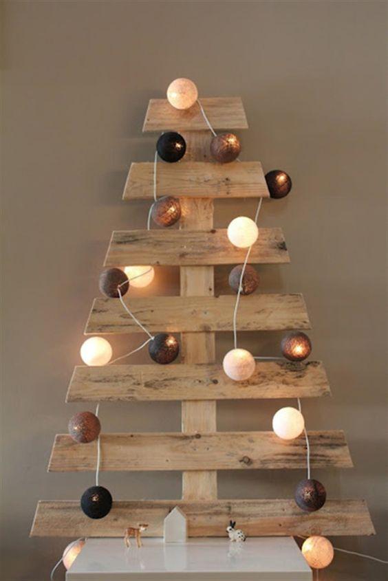 fabriquer un sapin de no l en bois de palette facilement. Black Bedroom Furniture Sets. Home Design Ideas